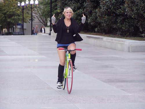 Девочки на велосипедах порно