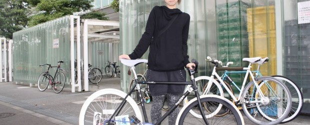 Fixed gear/ single speed is very big in Japan. It's not uncommon to see fixie chicks riding around Tokyo. Love their style with a Japanese twist…