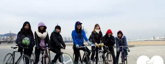 Here is the proof that fixed gear girls of Korea got mad skills. Check them out here.